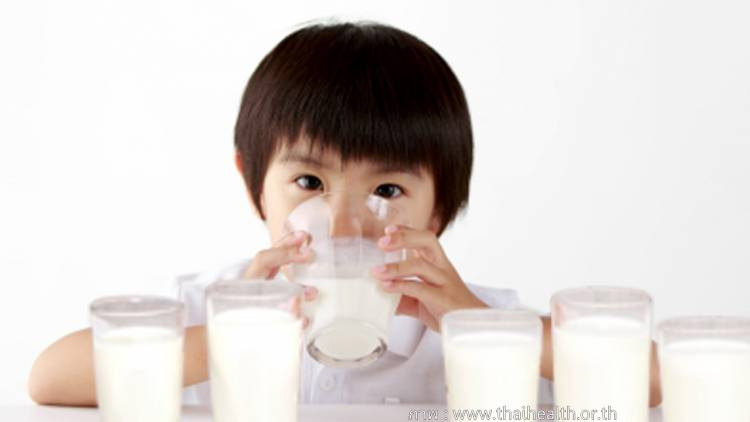 เด็กดื่มนม2