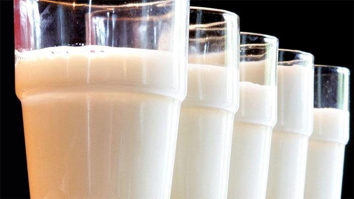 เด็กดื่มนม3