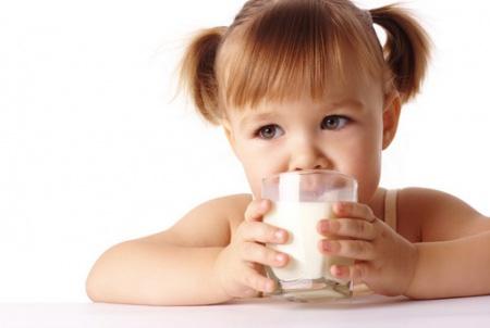 เด็กดื่มนม6