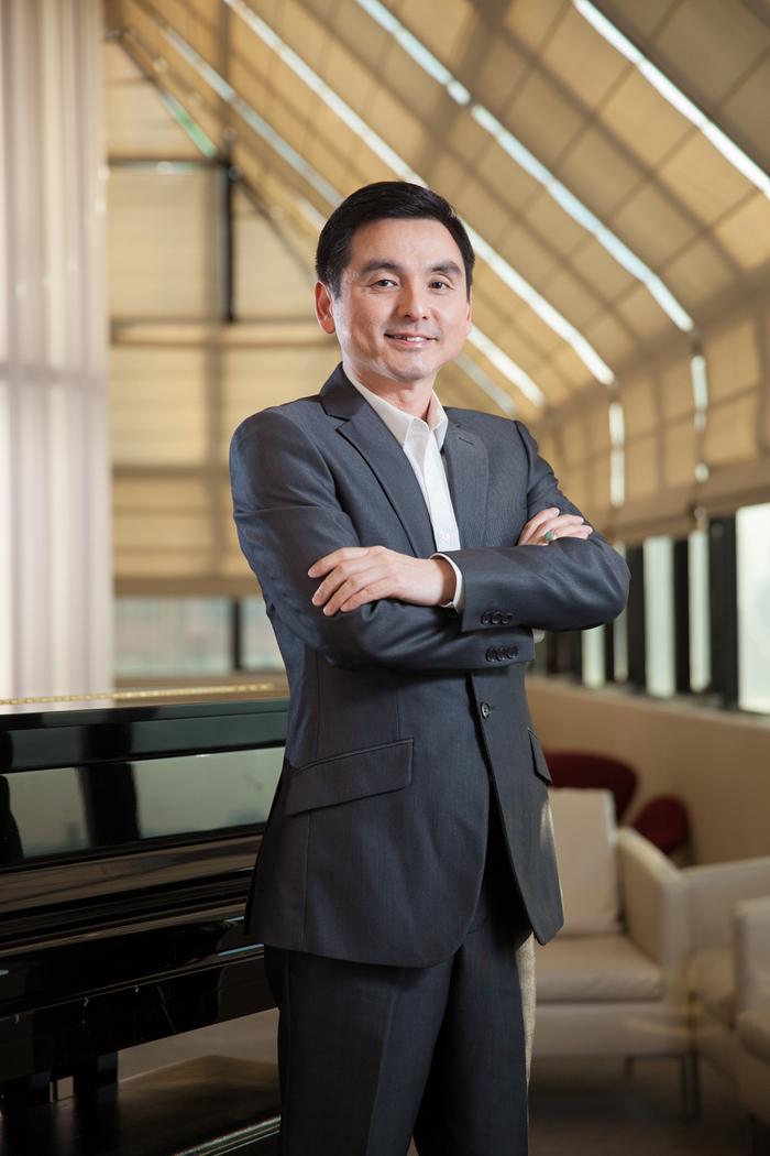 สมชัย เลิศสุทธิวงค์ CEO AIS