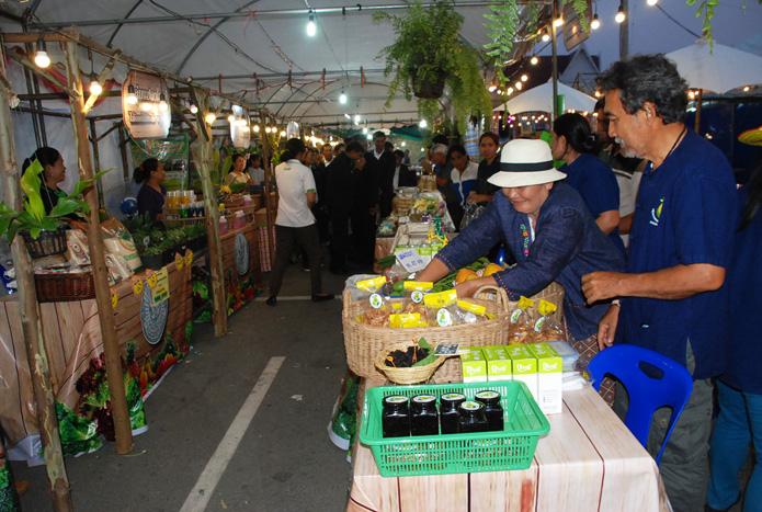 เปิดตลาดสินค้าเกษตร-web12