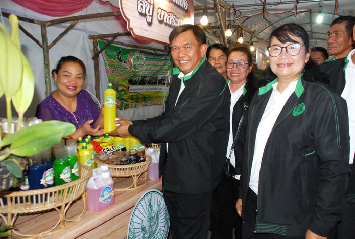 เปิดตลาดสินค้าเกษตร-web13