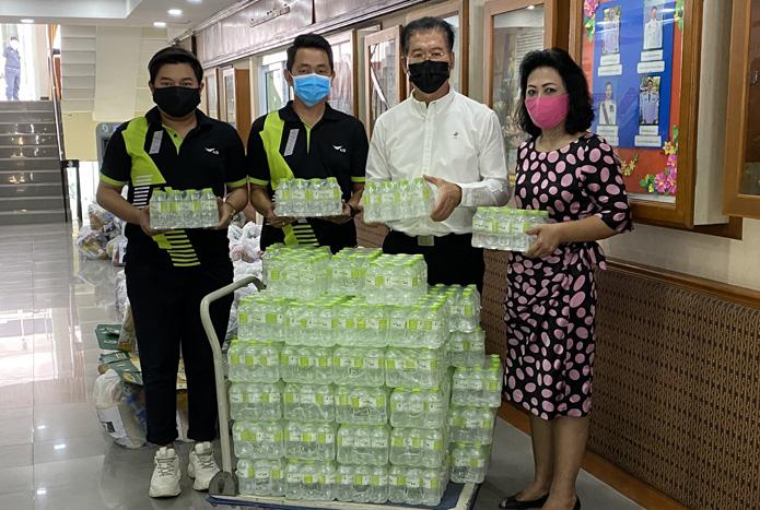 เอไอเอส สนับสนุนน้ำดื่มครัวโคราชแบ่งปันสู้ภัย COVID-19