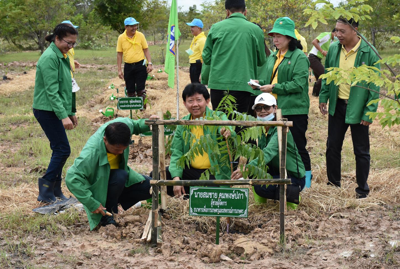 เพิ่มพื้นที่ป่า! ธ.ก.ส.เดินหน้าโครงการปลูกป่าเฉลิมพระเกียรติฯ ต่อเนื่องปีที่ 5