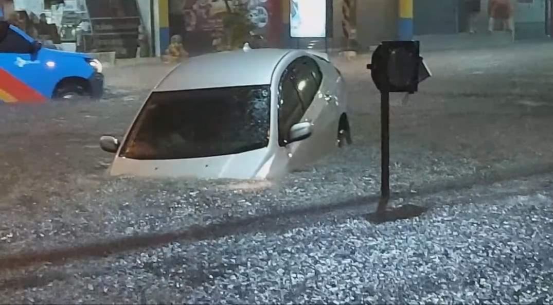 อ่วมทั้งเมือง! ฝนถล่มโคราชจมบาดาล รถอดีต สว.ตกหลุมบ้านผู้ว่าฯ จมเซฟวันหนักสุด